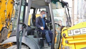 Bayrampaşa'da yol ve kaldırım yenileme çalışmaları devam ediyor