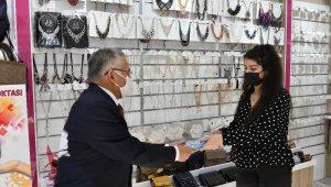 Büyükşehir, yılın son gününde 15 bin adet maske dağıttı