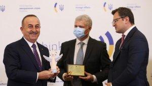 """Çavuşoğlu, Ukrayna'da """"İyilik Meleği"""" ödülü aldı"""