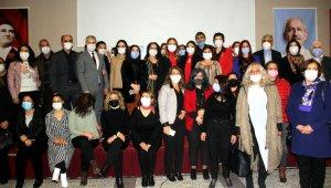 CHP'ye katılan 107 kadın üyeye rozetleri takıldı