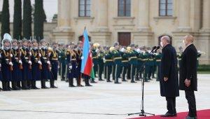 Cumhurbaşkanı Erdoğan, Bakü'de Aliyev tarafından resmi törenle karşılandı