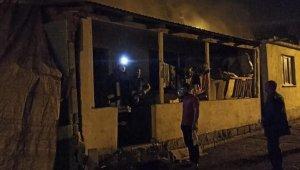 Devrek'te çıkan ev yangınında 3 kişi dumandan etkilendi