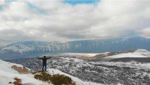 Dünyanın ikinci büyük krater gölünden muhteşem kış görüntüleri