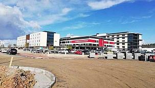 Hastane bölgesi toprak yoldan kurtuldu