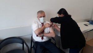 İl Sağlık Müdürü aşı için gönüllü oldu