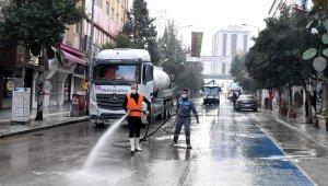 Isparta'da caddeler dezenfektanlı su ile yıkandı