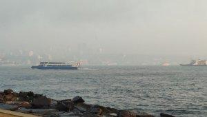 İstanbul Boğazı'nda sis etkili oluyor