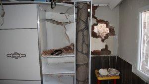 İzmir'de depremden sonra heyelan paniği: Bazı evler zarar gördü