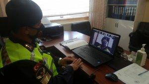 Jandarma öğrencilere uzaktan trafik eğitimi verdi