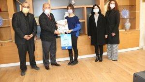 Müdür Başyiğit, Türkiye derecesi elde eden öğrenciyi tebrik etti