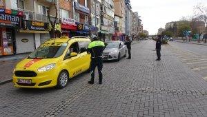 Polis, cadde ve sokaklarda denetim yaptı