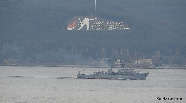 Rus savaş ve askeri römorkör gemisi Çanakkale Boğazı'ndan geçti