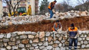 Safranbolu Belediye'sinin 120 tonluk taş duvar çalışması