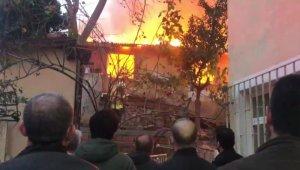 Sarıyer'de 3 gecekondu alev alev yandı: İtfaiye eri ölümden döndü