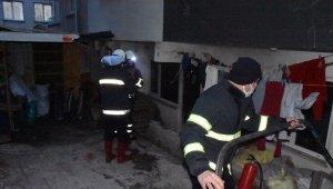 Sinop'ta ev yangını: Kış günü sokakta kaldılar