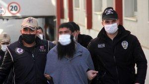 Türkiye'ye kaçak yollarla giren 2 DEAŞ üyesi sınır dışı edildi