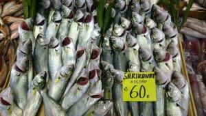 Vatandaşlar hafta sonu kısıtlaması öncesi balıkçılara akın etti