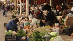 Vatandaşlar halk pazarında temkinli