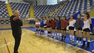 Yeşilyurt Belediyespor kadın voleybol takımı bölgesel lige odaklandı
