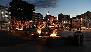 Yılbaşı ışıklandırmaları kente renk kattı
