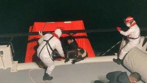 Yunanistan'ın denizin ortasında bıraktığı 26 göçmen kurtarıldı