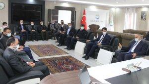 AK Parti Kayseri Milletvekili İsmail Karayel Yahyalı Belediyesi'ni ziyaret etti