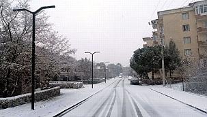 Ayvacık'ta kar yağışı etkili oldu