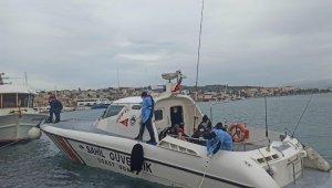 Ayvalık'ta 13 düzensiz göçmen kurtarıldı
