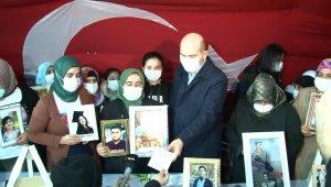Bakan Soylu'dan İHA'nın evlat nöbetindeki aileleri çektiği belgesele övgü