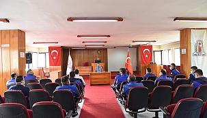 Başkan Öz, zabıta ekibiyleriyle toplantı yaptı