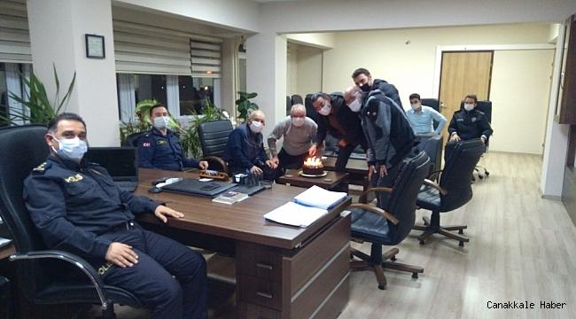Burhaniye polisinden gazetecilere pastalı kutlama
