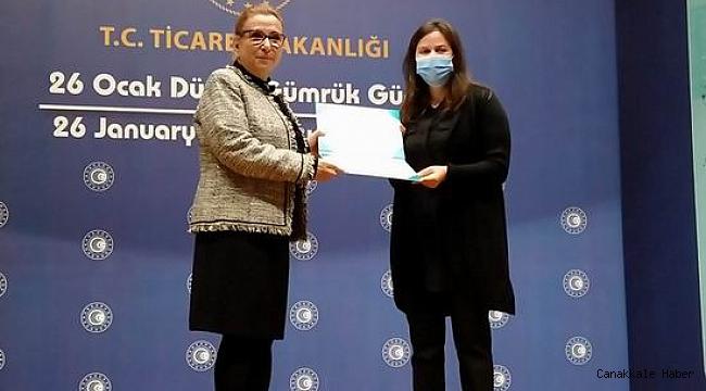 Çanakkale'de vazife esnasında şehit düşen Ahmet Serken Yarımoğlu'nun ailesine ödül