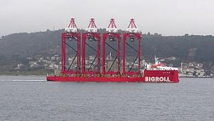 Dev vinç gemisi Çanakkale Boğazı'ndan geçti