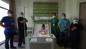 Doktordan iyileştirdiği küçük hastasına müzik dinletisi