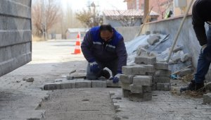 Erzincan'da yol bakım ve onarım çalışmaları devam ediyor