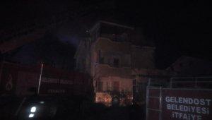 Gelendost ilçesindeki çatı yangını korkuttu