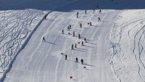 """Hakkari'de """"Kayak İl Birinciliği"""" yarışması"""