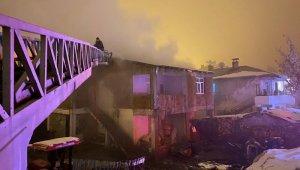 Horasan'da çatı yangını korkuttu