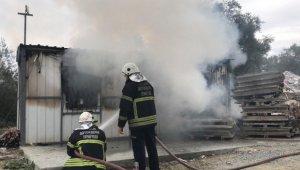İnşaat konteyneri alev alev yandı