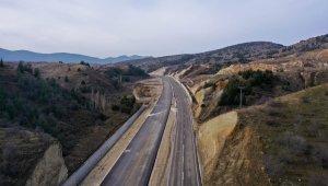 Isparta-Burdur dostluk yolunun 6,5 km'lik kısmında asfalt çalışması tamamlandı