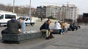 İstanbul eski karlı günlerine hasret kaldı