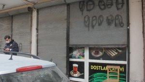 """Kahvehaneye """"sosyal mesafeye uyalım"""" uyarısı asıp kumar oynadılar"""