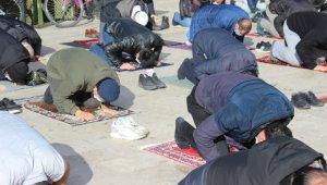 Kırklareli'nde yeni yılın ilk cuma namazı kılındı