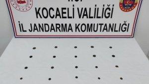 Kocaeli'de durdurulan araçta 25 adet tarihi sikke ele geçirildi