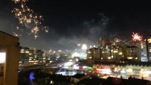 Kosova yeni yılı havai fişeklerle karşıladı