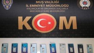 Muş'ta gümrük kaçağı telefon ele geçirildi