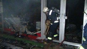 Sahibini kurtarmak için yanan işyerine giren köpek sahibiyle buluştu