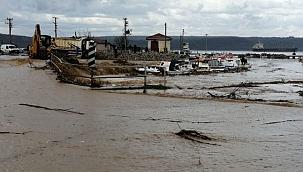 Şiddetli yağışın etkisiyle Kepez deresi taştı