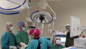 Siirt'te 5 yaşındaki hastaya laparoskopik nefrektomi ameliyatı yapıldı