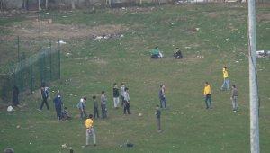 Sokağa çıkma kısıtlamasında piknik yaptılar, polisi görünce kaçtılar